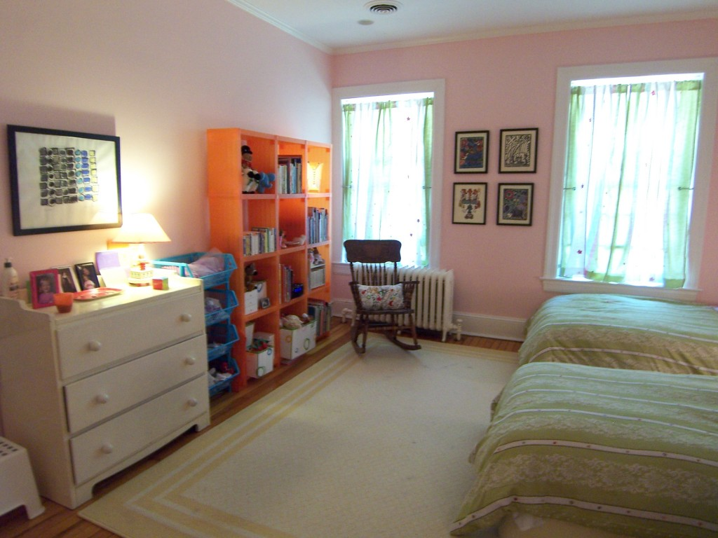 Orange Cubitec in pink room